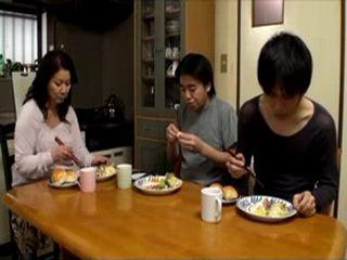 Películas porno dechizuro iguasaki Mother Chizuru Iwasaki Loves Both Of Her Sons Nonktube Com